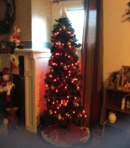mom-christmas-tree